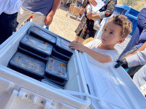 Dystrybucja posiłków dla uchodźców w Grecji