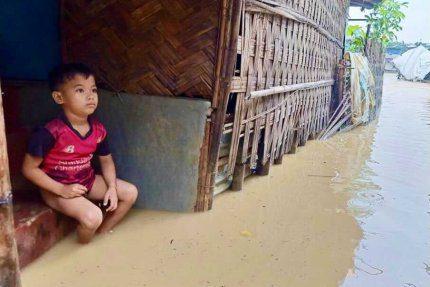 Obóz Rohingów zalany przez deszcze