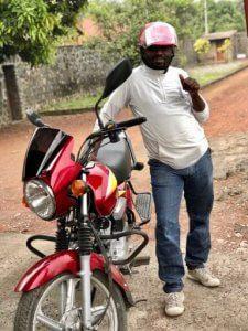 Jean Muhondo dziękuje darczyńcom z Dobrej Fundacji za nowy motocykl, dzięki któremu może pracować